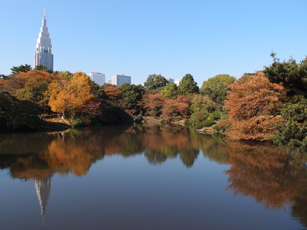 photo credit: Docomo Tower @ Shinjuku Gyoen National Garden via photopin (license)