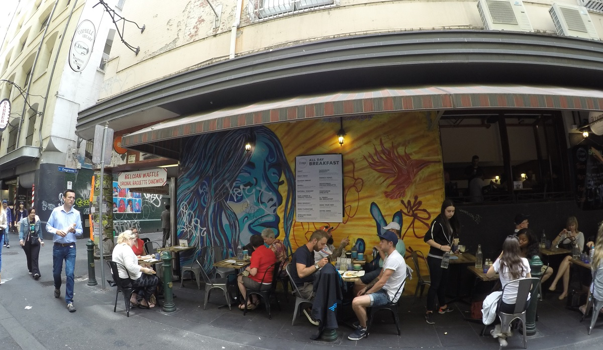 Lunching in Degraves Street in front of cool street art