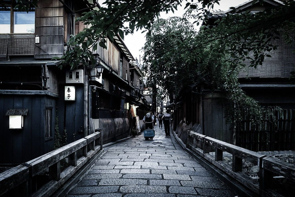 Shirakawa Dori is a famous Geisha area in Gion. photo credit: shirakawa kyoto japan. 白川 京都 via photopin (license)