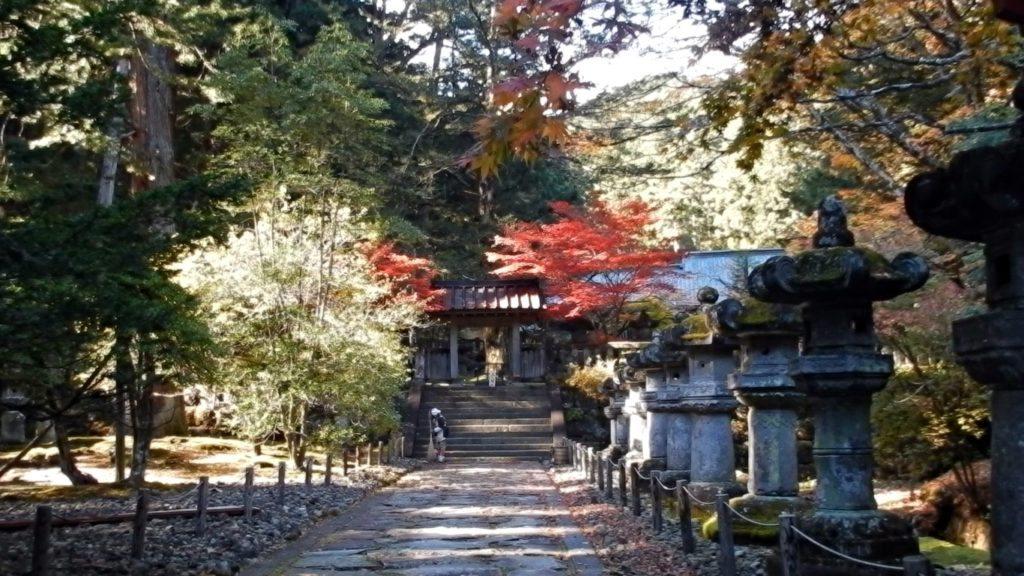Temple 3-2-min